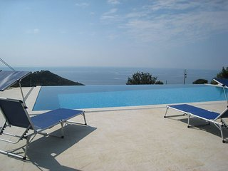 VILLA BELLAVISTA BREATHTAKING VIEWS INFINITY POOL, Camporosso