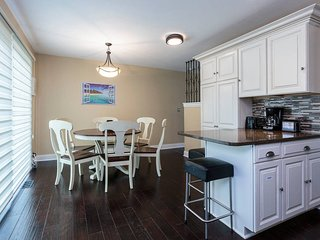 Beautifully Remodeled 3 BR Townhouse near Chicago