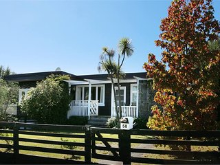Sunny Taupo 2 Bedroom Cottage with view