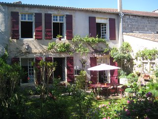 Gascony B&B and Holiday House - La Petite Galerie, Mezin