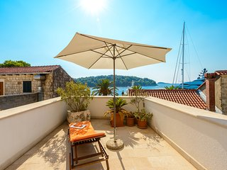 Studio with large terrace in the heart of Cavtat