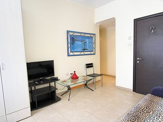 5 minutes to the sea! Cozy studio Rotshild 33/4-2, Bat Yam