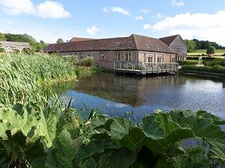 Horsham - Luxury 5*  Barn - Farm Setting -South Lodge Hotel only 4.4 miles away