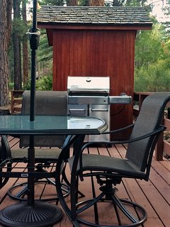 Large Private Back Deck - Table and Chairs - Loungers - Weber Gas Grill (Propane Included) - Sauna!