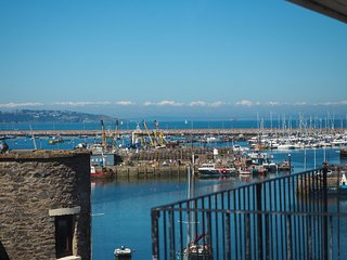 New Quay Cottage - Immaculately refurbished 2 bed 2 bath cottage just steps from
