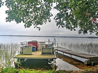 NEW! Lakefront 3BR Gould City Cabin w/Private Dock