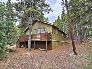 NEW! Secluded 2BR Alma Cabin w/ Alpine Views!, Fairplay
