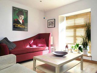 Bright One Bedroom Flat With Cat Sleeps Up to 4, Edinburgh