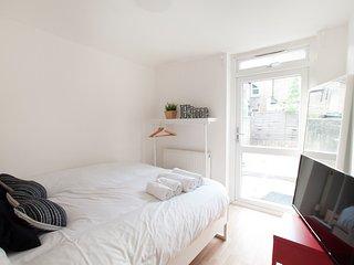 Franciscan 272 B&b En-suite Double Room. R1, London