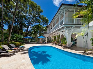 Becahfront Luxury 4 bedroom Villa Holetown + pool + staff + media room/cinema