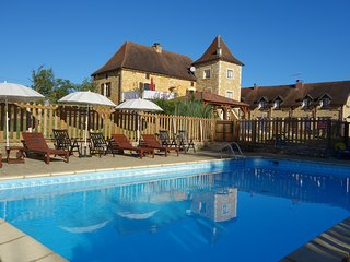 1 Bedroom Gite, peaceful location, large pool., Saint-Aubin-de-Nabirat