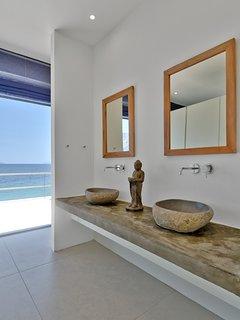 Bedroom 1 wash basins
