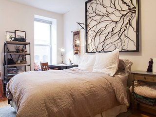 Cozy & Sunny Lower East Side apartment, New York City
