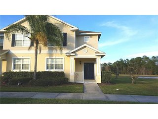 Beautiful & Peaceful 3 Bed/3 Bath Disney/Orlando Townhome - Trafalgar Village