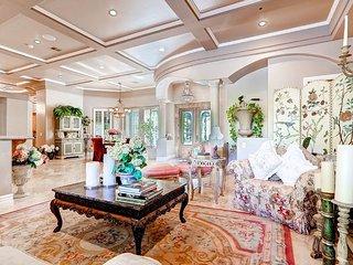 Las Vegas Tuscan Rose Villa - w/ pool