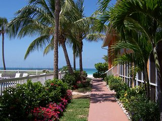 Beach Condo with Pool/Gulf Views,  April Dates!, Longboat Key