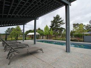 Hot tub, pool , playground, firepit,, Santa Rosa