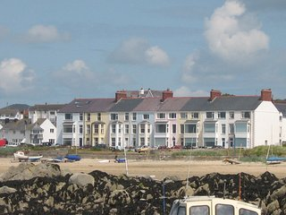 Beach Front, 2nd Floor Apartment. Rhosneigr Anglesey