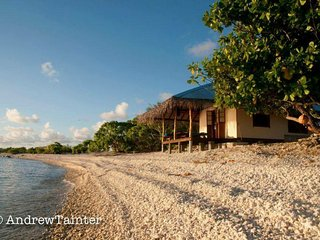 Beautiful bungalow on private motu on Rangiroa, Tiputa