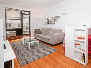 Spacious 1BR w/ Balcony near Columbus Circle, New York City