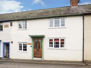 CASTLE COTTAGE period feaures, woodburning stove, pet-friendly cottage in Clun