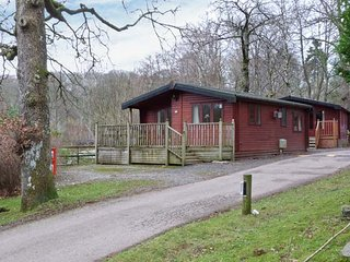 LAKE WINDS LODGE, pet welcome, Sky TV, on-site facilites, lodge near Windermere, Ref 918172
