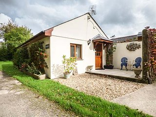 THE PIGGERY, ground floor accommodation, pet-friendly, parking, Roche, Ref 931128