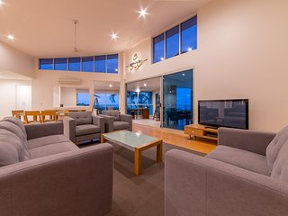 Executive Point - Azure Sea Resort Airlie Beach