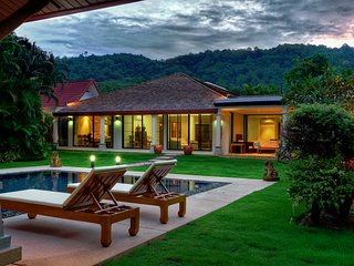 Luxurious 6 Bedroom Nai Harn Villa, Rawai