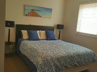 ...sleep your head off in a comfortable queen bed - wake to the sound of the birds!