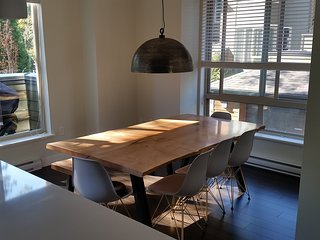 Bright & Comfortable North Vancouver Townhouse, Vancouver-Nord