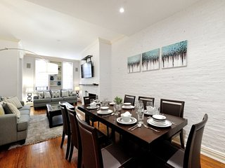 Huge 4BR/2.5BA Townhouse for 10 in Prime Upper East Side location. Go anywhere!