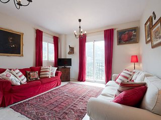 Ideal for Granada and Sierra Nevada - stunning mountain views, WiFi, parking