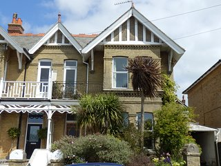 Boniface Lodge, spacious, Edwardian villa., Shanklin