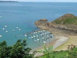 Le port de Gwin Zegal (port en pieu de bois) que l'on peut rejoindre en randonnée de la maison