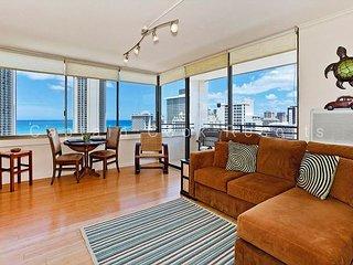 Ocean Views!  One bedroom, washer/dryer, WiFi, pool & parking!, Honolulu