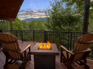 Enjoy the views from your own Private and Romantic 1 bedroom Cabin!