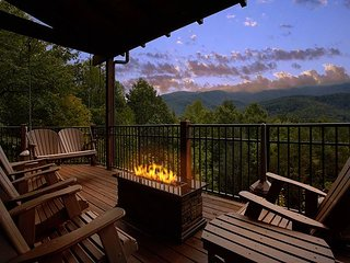 Ultimate Luxury 3 Bedroom - Amazing Views, Gatlinburg