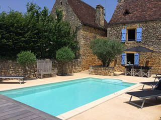 REMPARTS - LOVELY STONE HOUSE SET IN THE BASTIDE OF DOMME - GREAT VIEWS!