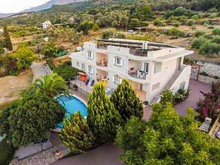 Camellia House in Rural area, private pool!, Réthymnon