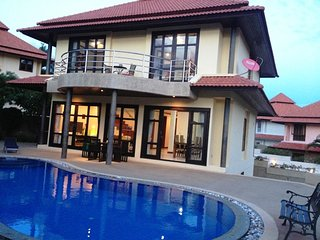 4 Bedroom Villa walk to beach TG44