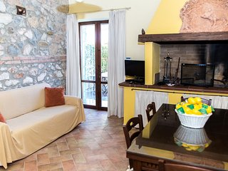 Borgo san Giuliano, apartment 'La Massaia C' in charming villa