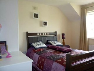 Double bedroom with ensuite. Well located