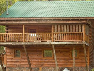 LoadedCabin/WIFI/HotTub/AirHockey/Arcade/Sleeps6, Sevierville