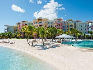 Beautiful exclusive beachfront accommodation for 6, Leeward