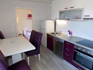 NEW! Cosy Apt. for 6, close to beach and center!, Makarska