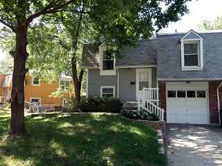 Cozy 3/2 house - great location - everything NEW!, Overland Park