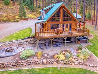 Picturesque Log Cabin on 5 Private Acres!  5BR | Hot Tub! | WiFi | Slps 14