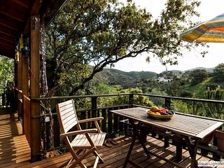 Eco-Treehouse Nature Holiday THE tranquil get-away, Santo Estevao