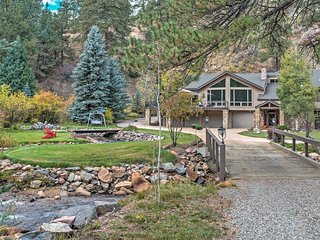 NEW! 4BR Evergreen House w/Splendid Mountain Views
